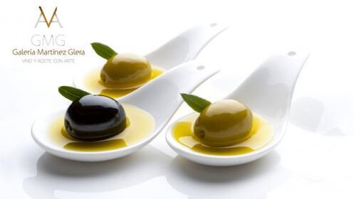 Regala experiencia: Cata de aceites + degustación de tostada de paté y chocolate, más vino.