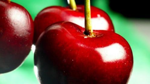 Tratamiento corporal de peeling de cereza, envoltura de chocolate y masaje con aceite