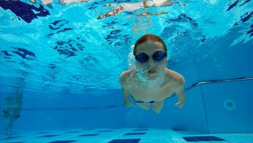 Consigue que tu hijo aprenda a nadar antes de verano. Curso intensivo de natación