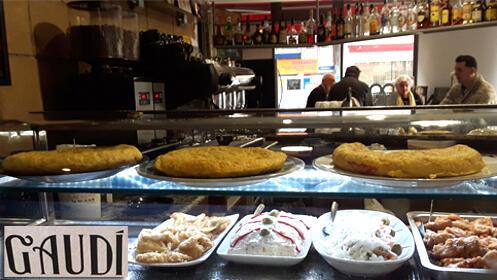 Prueba las exquisitas tortillas de patata del Café Gaudí. Elige la que tu quieras