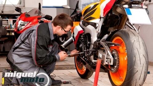 Cambio de aceite, filtro y revisión de moto