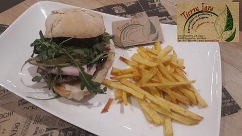 Menú completo de hamburguesa ecológica o pizza en Tierra Lara