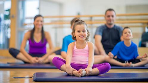 Practica yoga o zumba en familia, horarios flexibles