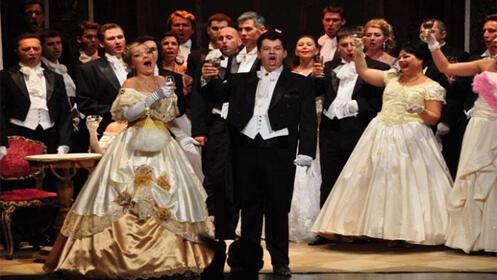 ÓPERA 'LA TRAVIATA' en Riojaforum. Compañía ópera María Biesu
